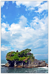 Bali's floating emple, the Tanah Lot (Mohamed Essa) Tags: bali ubud indonesia temple floatingtemple tanahlot nature landscape