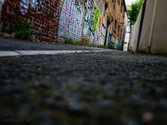 u pd du mur (Nada_and_Co) Tags: art street mur rue montreuil ruelle taggue couleurs libert