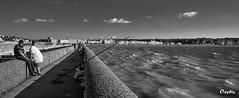 Les pcheurs sur la jete de Dieppe (oxybis_photos) Tags: mer nb dieppe t jete falaises noirblanc pcheurs hautenormandie