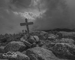 Summit! (photoMakak) Tags: usa sign clouds canon hiking newengland newhampshire whitemountains nh summit nuages canonef1740mmf4lusm signe 6d randonne sommet peakbagging northtwin southtwin nouvelleangleterre nh48 ne111 canon6d ne100 ne4000 ne67 photomakak
