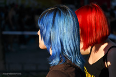 (Javier Redondo) Tags: madrid street blue red espaa colors azul canon hair eos calle spain rojo women streetphotography colores chicas stm efs pelo 18135 70d 18135mm streetlevelphoto canoneos70d eos70d efs18135mmisstm