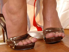 Feet & Shoes (3474) (♠I Love Feet & Shoes♠) Tags: street sexy feet stockings pie shoes highheels sandals tights lingerie heels pés huf hoof bas pieds mules pantyhose schuhe casco piedi meias medias scarpe sandalias chaussures sapatos sandálias zapatillas sandalen ноги sandales чулки sabot sandali πόδια strümpfe ботинок παπούτσια туфля calcanhares каблуки füse σανδάλια κάλτσεσ копыто сандалий οπλή