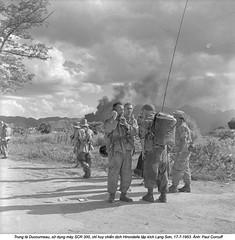 Repli des unités parachutistes ayant participé au raid sur les dépôts viêt-minh de Lang Son. (ngao5) Tags: