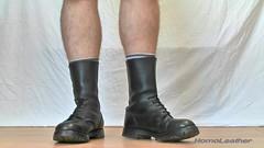 SEGARRA 3 buckles boots (foto 02) (HomoLeather) Tags: leather socks boots socken leder bottes botas cuero calcetines cuir segarra chaussettes hebilla    homoleather