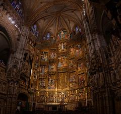 Otarz gwny katedry w Toledo (jacekbia) Tags: hiszpania espaa spain toledo kastyliala katedra koci church indoor religia religion zoto canon 1100d panorama hugin architecture building lamancha