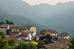 Oseja de Sajambre (David S. Daz) Tags: osejadesajambre picosdeeuropa pueblo montaa paisaje postal niebla cordillera landscape