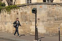 Paris 5me - Paris (France) (Meteorry) Tags: street boy orange paris france male guy art wall student europe ledefrance pavement candid spaceinvader spaceinvaders sidewalk april invader rue mur invasion homme trottoir tudiant artderue 2015 meteorry pa157