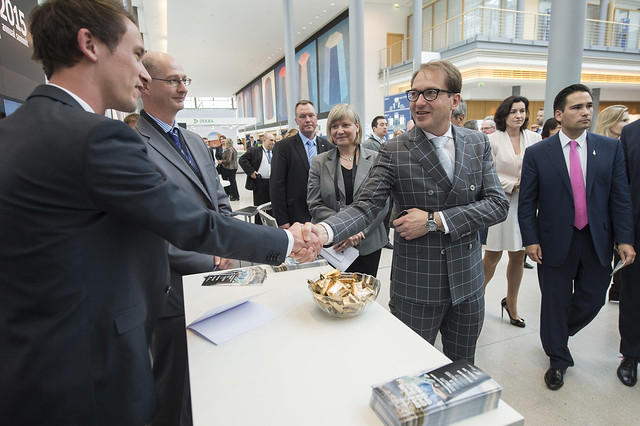 Alexander Dobrindt visits the New Zealand Presidency stand