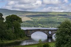 Pont sur le Loch Fyne depuis l'entrée du château d'Inveraray