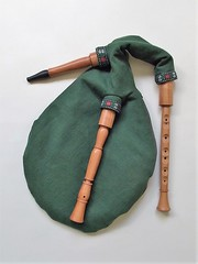 Sckpipa in A/E, synthetic bag (Bagpipe Maker T. Sonoda) Tags: germany mnchen bayern sweden bagpipe landshut gaita dudelsack cornemuse erding dudy musette sckpipa sackpfeife