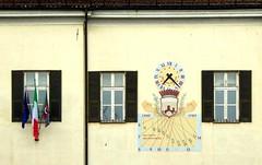 Millesimo - meridiana (fotomie2009) Tags: millesimo meridiana sundial liguria italy italia municipio bandiere finestre windows piazzaitalia