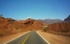 UN ALTO EN EL CAMINO (su-sa-ni-ta) Tags: caminos noerteargentino colores paseo valles montaas arido