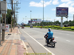 Sukhunvit road, near Makro store, Pattaya in 2011, Chonburi Province, Thailand. (samurai2565) Tags: chonburi chonburicity chonburiprovince banglamung floatingmarketsinthailand muangchonburi sukhumvitroad pattayafloatingmarket beachroad festivalshoppingmall walkingstreet jomtien underwaterworld