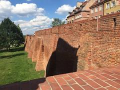 Old city wall (greger.ravik) Tags: polen polen2016 poland warszawa warzaw wall fortyfikacje mur stadsmur fort gamla stan defensive