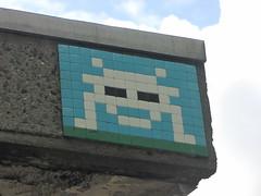 Space Invader LDN_133 (tofz4u) Tags: uk blue white streetart london tile unitedkingdom mosaic spaceinvader spaceinvaders bleu londres angleterre invader blanc mosaque artderue ldn133
