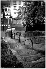 TANGO à MONTMARTE PARIS 1 (dumontet.gilles) Tags: urban en white black paris architecture de noir style montmartre tango mm welcome 35 vague et 建筑 blanc escalier strett courage quartier douceur effet 흑백 gravité descente exellent célebre obtique ondulution apeusenteur