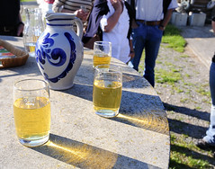 you can still enjoy the evening sun (claude05) Tags: cider most fruitwine huttenhof