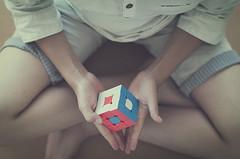 3X3 (Graella) Tags: rubik cubo juguete cumpleaos birthday kids toy juego jugar diversin play retrato portrait manos hands mans cenital
