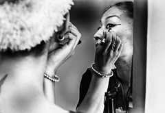 Make Up (Feca Luca) Tags: street reportage portrait ritratto backstage odissi dance india hindu people himachalpradesh indoor mirror specchio blackwhite travel woman donna