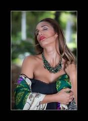 Sara (Alejandro Zeren Homs) Tags: sara retrato mujer sensibiliad naturalidad sencillez simpatia belleza sentimiento sentires verdes piedras cercania generosidad alejandrozerenhoms