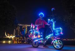 Dazzling Bike and Biker (elenaleong) Tags: mbs bikes jubileebridge esplanade dazzlingbike marinabay streetcapture dazzlingcyclist elenaleong