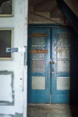 Double doors (Helena Normark) Tags: norway norge garage urbandecay trondheim srtrndelag a7 urbex oldcarrepairshop carlzeissplanart50mmf17 sonyalpha7 cy50mm17 decayingcarrepairshop