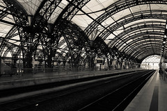 Dresden Central Station 1.3 (FarbenfroheWunderwelt) Tags: bw train canon blackwhite awesome central hauptbahnhof curved