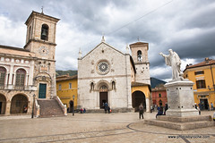 The church of St. Benedict, facing Piazza San Benedetto, in Norcia. (doveoggi) Tags: 8575 italy umbria norcia stbenedict piazza