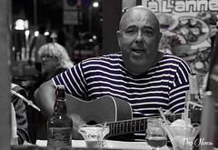 terrace of a restaurant - terrasse d'un restaurant (png nexus) Tags: n desaturation rue street guitare musik bleu blue