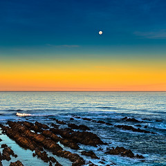 Luna llena sobre Mosel Bay (Enrique Mesa) Tags: moselbay sudfrica southafrica landscape square cuadrado luna moon fullmoon lunallena atardecer sunset