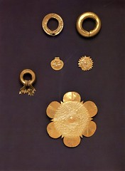 Philippines - Pre-Hispanic Philippine Gold (uhmuseumstudies) Tags: sun gold star hawaii costume wire asia artgallery oahu philippines earring jewelry petal ornaments button bead honolulu museums uh pendant braid universityofhawaii uhm universityofhawaiiatmanoa oton hairornament repousse digitalcollections panayisland cuyoisland earornament uhmc historiccostumecollection tomklobe sheetgold museumconsortium uhmmuseumconsortium prehistoricphilippinegold costumefacing sheldongeringer