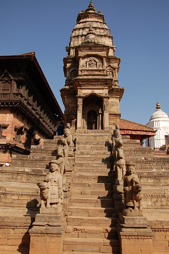 "d13 Bhaktapur, PAtan (4) <a style=""margin-left:10px; font-size:0.8em;"" href=""http://www.flickr.com/photos/125852101@N02/17686561838/"" target=""_blank"">@flickr</a>"