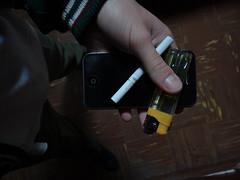 Adicción. (amirsenz) Tags: celular adiccion cigarrilo