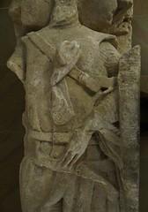 ca. 1230-1260 - 'a viscount of Beaumont, maybe Raoul VIII (+1238)', Abbaye d'tival, dp. Sarthe, Carr Plantagent, Le Mans, dp. Sarthe, France (roelipilami) Tags: france monument abbey shirt museum de belt mail maine du muse mans le sword knight shield frans museo shoulders viii chevalier franais malla vicomte mitten effigy caballero beaumont carr 1250 raoul ritter abbaye 1230 funraire gisant grabmal abdij sarthe carre ridder hauberk viscount sepulcro cota 1260 mufflers plantagenet gauntlets 1240 upstanding 1239 grafmonument grabdenkmal 1238 guige 1237 kettenhemd charnie surcoat grafbeeld malinkolder plantagent tival surcotte wapenrok wappenrock surcotto sobreveste waffenkleid