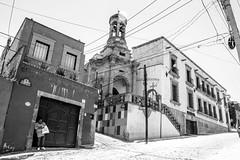 GPS (cefuenco) Tags: blackandwhite blancoynegro streetphotography sanmigueldeallende guanajuato fotografíacallejera originalphotographer