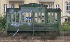 S Zehlendorf - Bank 2 (Berliner S-Bahn) Tags: berlinersbahn sbahn sbahnhof sbhf sbahnberlingmbh dbag deutschebahn stammbahnbahnsteig bahnsteig sitzbank sbhfzehlendorf s1 steglitzzehlendorf zehlendorf berlin germany train station platform seatingbench bench
