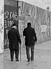 La lluvia (carlos_ar2000) Tags: street man argentina hat rain calle lluvia buenosaires walk paseo montserrat sombrero hombre