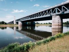 (frollein2007) Tags: mittellandkanal magdeburg sa elbe trog sachsenanhalt elberadweg trogbrcke 19982002 wasserstrasenkreuz