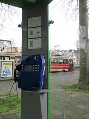 Interieur nieuwe telefooncel (RaAr2010) Tags: tram denhaag kpn straatbeeld htm telefooncel straatmeubilair weteringkade gtl8i gtl8 geledetram geledetramlang nieuwetelefooncel