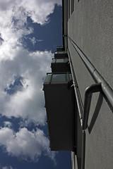 Balkone zum Himmel (Rüdiger Stehn) Tags: germany deutschland europa balkon himmel wolken stadt architektur bauwerk gebäude kiel fassade schleswigholstein norddeutschland mitteleuropa 2015 strase profanbau 2000er bremerstrase canoneos550d kielblücherplatz