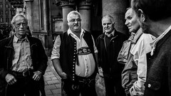 Bavarian Desperados (Frank Busch) Tags: street bw men germany munich mnchen bayern bavaria blackwhite streetphotography workshop bavarians thomasleuthard frankbusch wwwfrankbuschname photobyfrankbusch frankbuschphotography imagebyfrankbusch wwwfrankbuschphoto