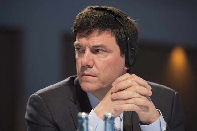 Andrés Gómez-Lobo listening to the Open Ministerial Session