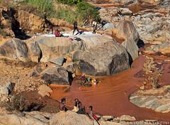 Gold searchers, Dabolava region, Madagascar Island (Gaston Batistini) Tags: canon island gold region madagascar searchers batistini gbatistini 5dmkiii gastonbatistini dabolava
