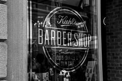 Milano (10) (Pier Romano) Tags: milano citt city milan lombardia metropoli italia vetrina barber shop barbiere biancoenero blackandwhite monocromo monochrome italy centro center