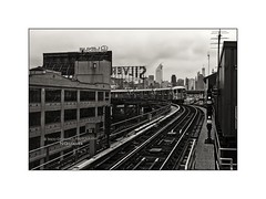 Subway No.7 at Queensboro Plaza Station (Nico Geerlings) Tags: subway queensboroplaza queens newyorkcity manhattan eastriver skyscrapers skyline elevated train station rails ngimages nicogeerlings nicogeerlingsphotography leicvammonochrom 35mm summicron nyc ny usa us
