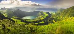 Entorno de la Caldeira das Sete Cidades desde el mirador de la laguna del Canario en la Isla de So Miguel Azores (ANDROS images) Tags: andros images photos fotos fotoandros androsphoto fotoandros lugares places sitiosespeciales franciscodomnguez interesante naturaleza naturalezaviva amoralanaturaleza imgenesdenuestromundo slotenemosunatierra planetatierra amarlatierra cuidemoslatierra luz color tonos portierrasespaolas nuestro unahermosatierra reflejosdeluz pasin viviendo pasinporlafotografa miradas fotografas atravsdelobjetivo elmundoenimgenes pictures androsphoto photoandrosplaces placesspecialsites interesting differentnaturelivingnature loveofnature imagesofourworld weonlyhaveoneearthplanetearth foracleanworldlovetheearth carefortheearth light colortones onspanishterritoryourworld abeautifulearth lightreflection living passionforphotographylooks photographs throughthelens theworldinpicturesnikon nikon7000 grupodemontaairis androsimages franciscodomnguezrodriguez azores lagoadassetecidades miradordelalagunadelcanario lagunadesantiago