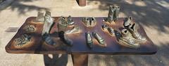 Koko RICO - Viajeros - Zapatos y Maletas (Thethe35400) Tags: chaussure zapata sapato schuh shoe zapato sculpture escultura eskultura skulptur estatua scultura scukpture