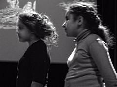 L'arbre  paroles  0183 (Lieven SOETE) Tags: boy brussels people art girl kid chica child arte belgium belgique artistic bambini kunst young diversity bruxelles social menschen personas nia kind persone human chico enfant nio fille personnes mdchen meisje jvenes junge joven garon ragazza   jeune  2015     intercultural  artistik erkek  diversit   interculturel socioartistic