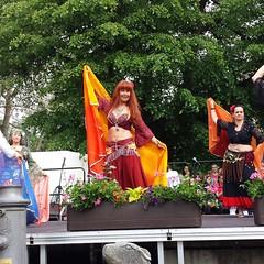 Dancing on international Celebration in Müllheim/Baden (saahiradancer) Tags: priska dancing bellydancer schwarzwald bellydancers nieke bauchtanz saahira müllheimbaden bauchtanzgruppe