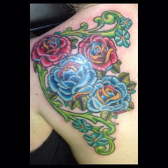 Jen's roses...#roses #floral #tattoo @eikondevice @fusionink_ca #poochart #alteredstatetattoo